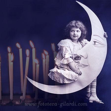 bambina seduta sulla luna e candele,  elaborazione ©Fototeca Gilardi