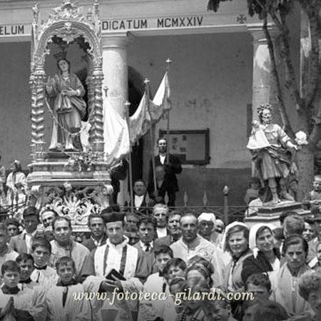 Processione religiosa,  Fotografia di Ando Gilardi, Albano di Lucania, 1957 ©FototecaGilardi