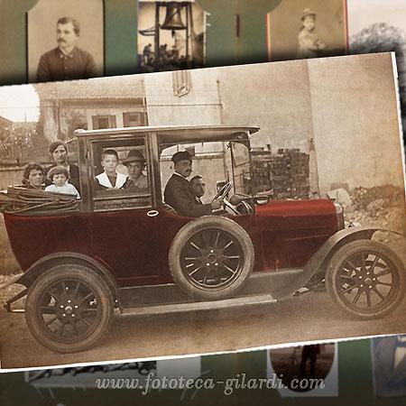 Automobile con pneumatico di scorta 1900 circa elaborazione ©Fototeca Gilardi