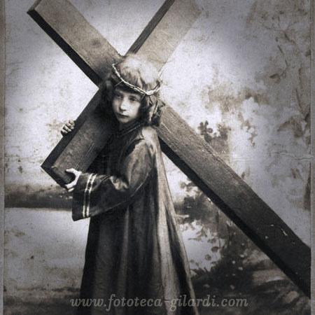 Via Crucis fotografica, formato Margherita XIC secolo - Elaborazione ©Fototeca Gilardi