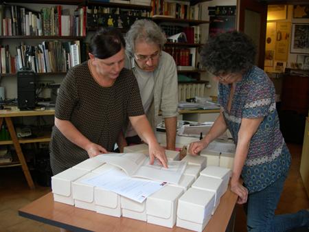 Daniela Giordi e Silvio Ortolani - ABF Atelier per i Beni Fotografici, in consegna per Fototeca Gilardi,  fotografia Patrizia Piccini