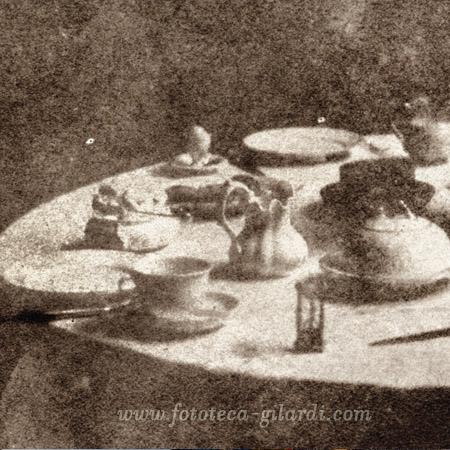 William Henry Fox Talbot, Tavolino preparato per il tè. Calotipia, Gran Bretagna 1841 dettaglio ©Fototeca Gilardi