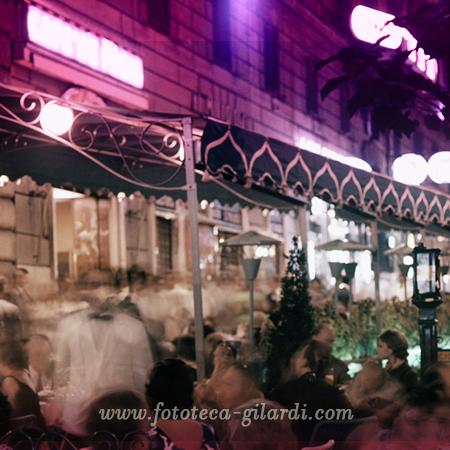 movida in via Veneto a Roma, fotografia di Ando Gilardi 1955 circa - elaborazione ©Fototeca Gilardi