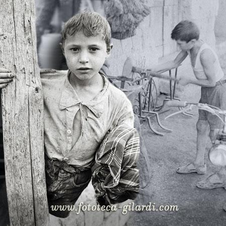 bambino bracciante e bambino fabbro, Qualiano (NA), fotografie di Ando Gilardi, ottobre 1954 elaborazione ©Fototeca Gilardi