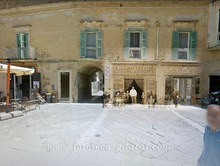 piazza del sedile a Matera con il caffè Umberto I